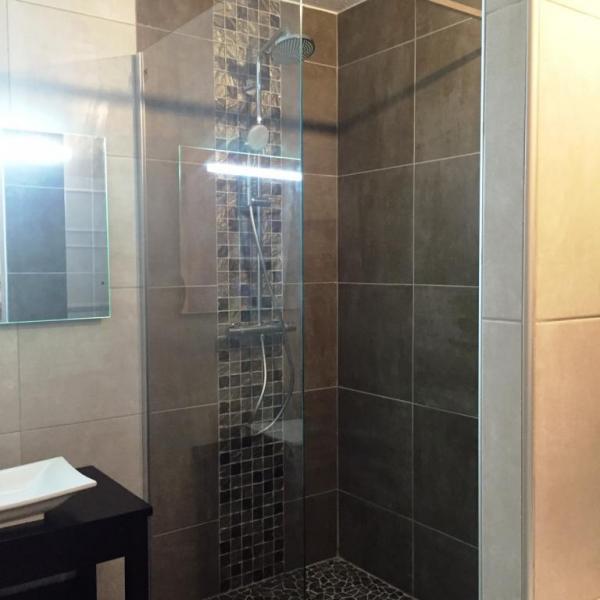 La salle de bains côté douche