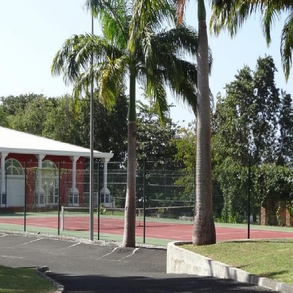 Le cour de tennis